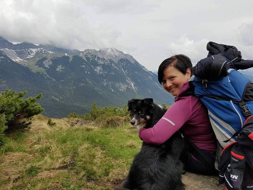 Susanne und Stella in den Bergen